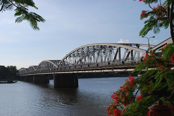ve-may-bay-di-hue-06